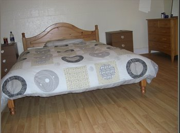 HUGE DOUBLE ROOMS AVAILABLE