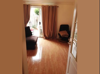 EasyRoommate UK - Double Room Available , Plumstead - £620 pcm