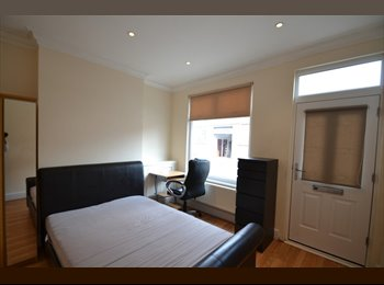 EasyRoommate UK - Student House DMU - Looking for a HOUSEMATE - Leicester Centre, Leicester - £390 pcm