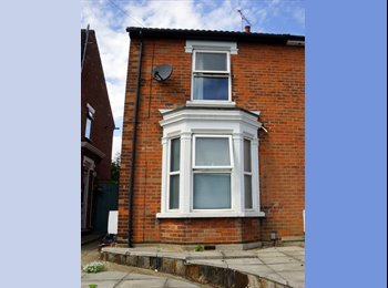 EasyRoommate UK - 2 rooms one  en suite and one medium size , Colchester - £450 pcm