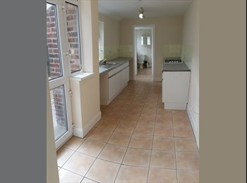 EasyRoommate UK -  Terraced House in Brierley Hill, Dudley - £529 pcm