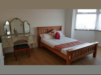 Clean and spacious rooms in a great area of Redbridge-...