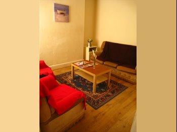 EasyRoommate UK - 5 Bed Student Home, Kensington - £325 pcm