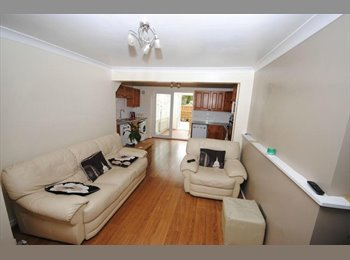 EasyRoommate UK - Small but clean and cosy terrace house - Galleywood - Galleywood, Chelmsford - £385 pcm