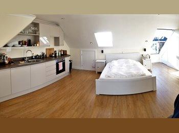 Double Room in Luxury House