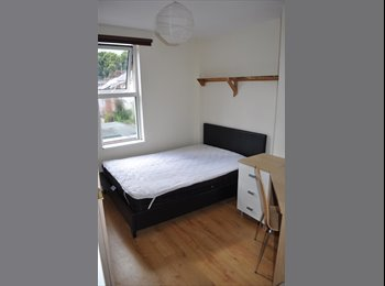 EasyRoommate UK - room available in Exeter (EX2 4HE), Exeter - £385 pcm