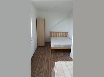 Double room to let in 64 gleedwood drive, hayes