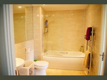 EasyRoommate UK - Double Room in High Spec House - Hayes, London - £550 pcm