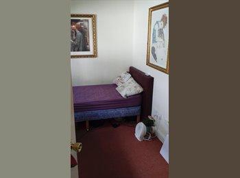 EasyRoommate UK - URGENT single room - en suite bathroom -  city centre  - Glasgow Centre, Glasgow - £450 pcm