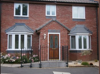 EasyRoommate UK - Single Room with own bathroom - Whitnash, Leamington Spa - £450 pcm