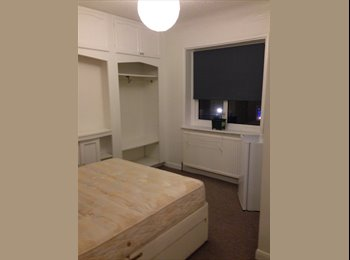 EasyRoommate UK - DOUBLE ROOM  FOR 1 PERSON,  MORDEN   SM4-6PQ   £140 PW - Morden, London - £420 pcm