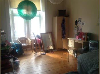 Spacious Room available on Great Western Road
