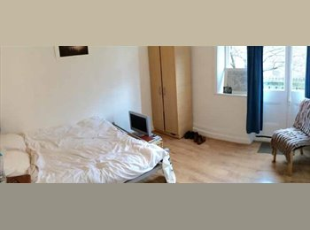 ** LOVELY BRIGHT ROOM IN HAMMERSMITH WITH BALCONY **