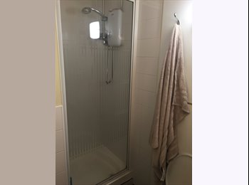 Dbl bed with ensuite for rent in city centre right off West...
