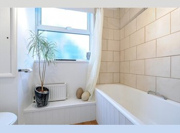 Double Room in HUGE SPACIOUS house with garden
