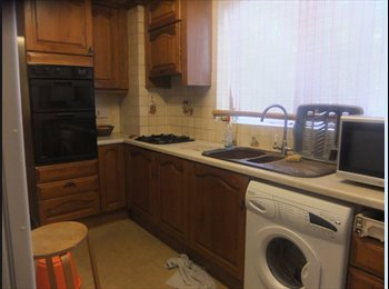 BEAUTILFUL DOUBLE ROOM TO LET IN HOUSE SHARE