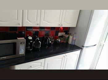EasyRoommate UK - Lovely double room - Morden, London - £740 pcm