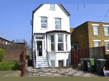 Relocation double room for 1 person. Bills, WiFi & weekly...