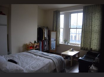 Massive bright double room available in Holloway road....