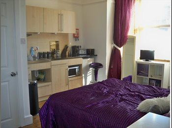 EasyRoommate UK - Studio in great town centre location - High Wycombe, High Wycombe - £650 pcm