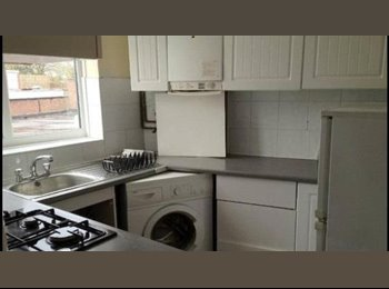 Large Double Room for rent in Luton!