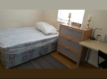 Double room with en-suite shower near Coventry City Centre