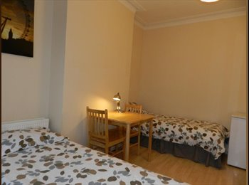 EasyRoommate UK - Fantastic twin Room in shared house - Cricklewood, London - £823 pcm