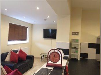 EasyRoommate UK - Great rooms in a Lovely Location in Swindon - Walcot, Swindon - £550 pcm