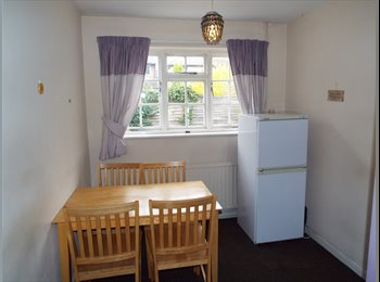 EasyRoommate UK - 4 Bed House in walking distance of Nottingham University - Beeston, Nottingham - £288 pcm