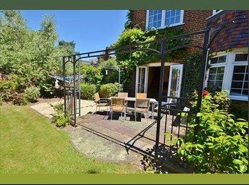 EasyRoommate UK - The best student house in Southampton!! - Bassett, Southampton - £125 pcm