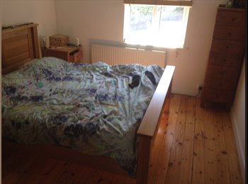 EasyRoommate UK - Double Room in three storey chilled house for rent - Bath, Bath and NE Somerset - £420 pcm