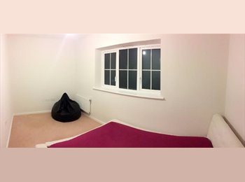 DOUBLE ROOM TO LET - IN A MODERN NEW HOUSE