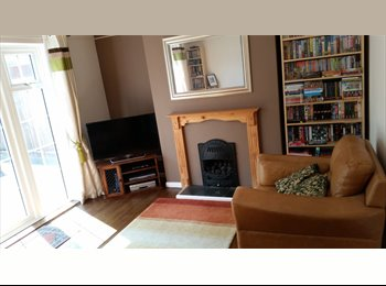 EasyRoommate UK - Good sized double room in nice quiet area of North Leamington - Royal Leamington Spa, Leamington Spa - £400 pcm
