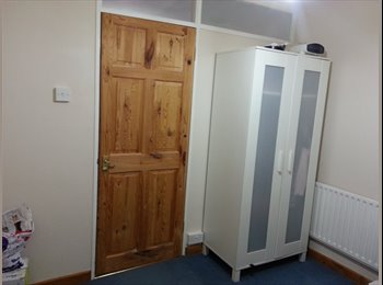 EasyRoommate UK - Single and Double room at doorstep of Galleria and University - Hatfield, Hatfield - £375 pcm