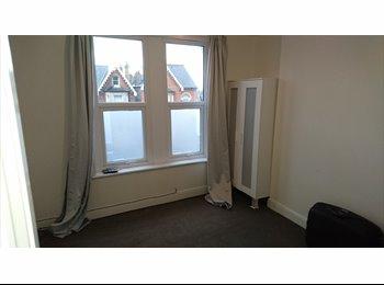 EasyRoommate UK - Beautiful double room - East Dulwich, London - £617 pcm