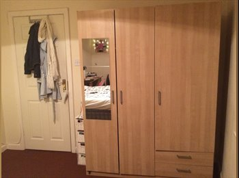 Spacious Double Room Available!