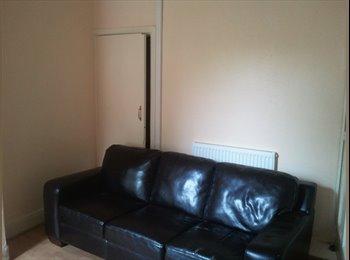 EasyRoommate UK - 10 min to Cov Uni, Clean student house, Upper Stoke - £300 pcm