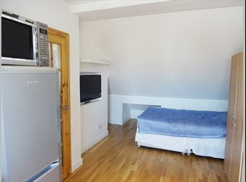 EasyRoommate UK - Self-contained En-suite Loft Room w/ Kitchenette - Cricklewood, London - £900 pcm