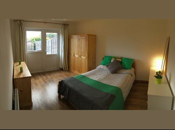 ***Large Double Rooms to rent with cleaner service...