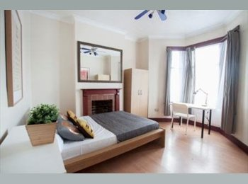 STRATFORD/ZONE 2!BRAND NEW&STYLISH HOUSE WITH FEW ROOMS...