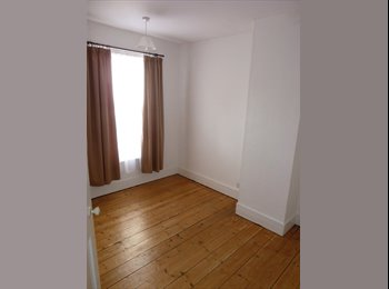 Semi-furnished Double bedroom with annex, off Mill road.
