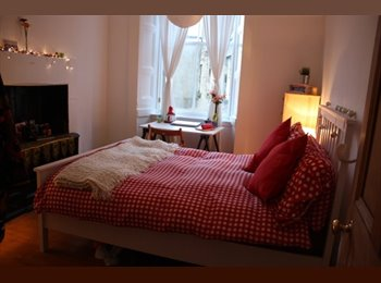EasyRoommate UK - Lovely Double Bedroom in Old Town - Edinburgh Centre, Edinburgh - £550 pcm