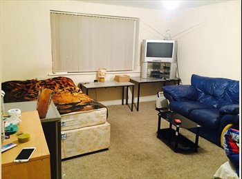 EasyRoommate UK - 2 Rooms in Birmingham near city centre - Acock's Green, Birmingham - £260 pcm