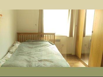 EasyRoommate UK - Large Double room En-suite  available now in Newbury Park - Newbury Park, London - £600 pcm