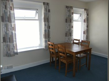 EasyRoommate UK - One bedroom self contained first floor flat - Pearl St, Cardiff - Roath, Cardiff - £415 pcm