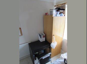 EasyRoommate UK - Cosy Room in Friendly House - Southampton, Southampton - £340 pcm