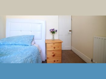 EasyRoommate UK - Lovely Refurbished Rooms: All Bills Included - Catford, London - £500 pcm