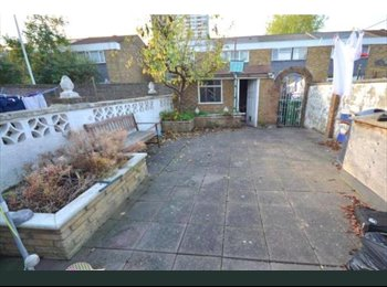 New/Refurbished Double Bedroom for Rent - 5 mins walk to...