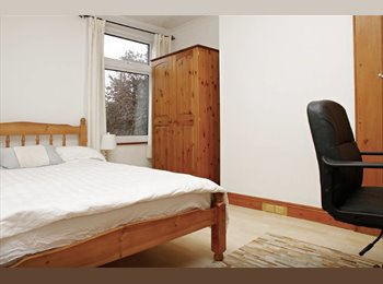 Friendly Amazing House - Double Room - 5 mins to Station