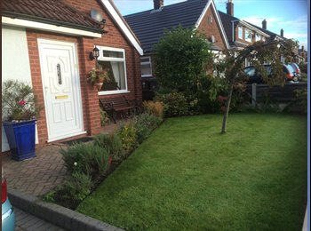 EasyRoommate UK - LARGE DOUBLE BEDROOM WITH LARGE ON-SUITE MON TO FRIDAY PREFFERD, Tameside - £400 pcm